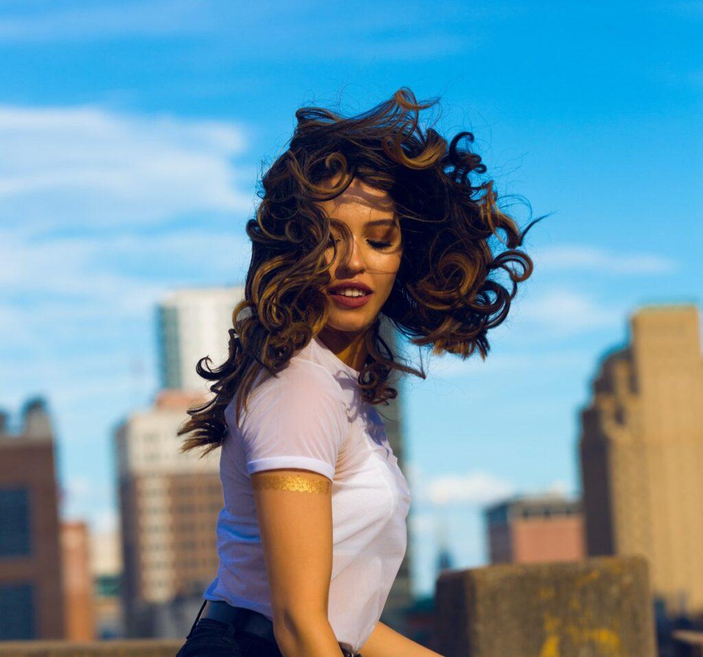 Productos limpios de porosidad media aptas para el método curly girl